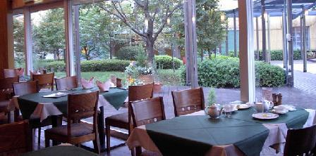 秋の装いのテーブルクロス