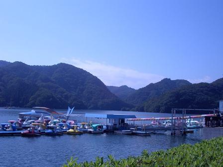 相模湖とスワンボート