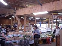 村市場の野菜売り場