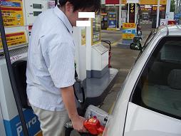 レギュラーガソリンを入れる