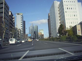 桜田通りを走る