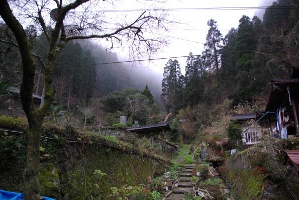 ふくみ山荘裏