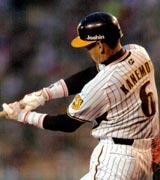 1回裏2死一塁、右中間越えに2点本塁打を放つ阪神金本(撮影・上田博志)
