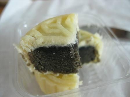 黒ゴマ月餅