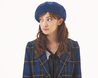 ベレー帽かぶっている英玲奈