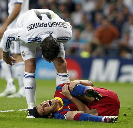 アデバヨルは「すぐ倒れて赤ん坊のように泣く」とバルセロナの選手を批判した