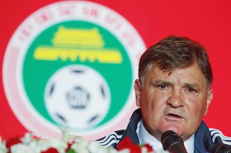 中国代表のカマーチョ監督はW杯予選での敗戦を受け「選手を過大評価していた」と語った
