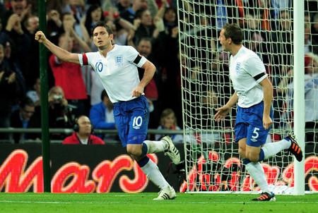 イングランドはランパード(左)のゴールでスペインに勝利した