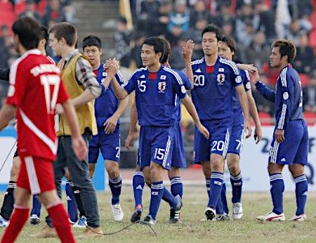 タジキスタンに勝利し、喜ぶ日本代表イレブン