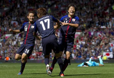 エジプト戦の前半、先制ゴールを挙げて喜ぶ永井