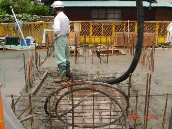 基礎コンクリート打込作業
