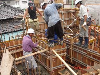 1F壁コンクリート打込み作業