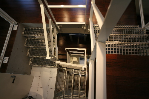 階段見下げ