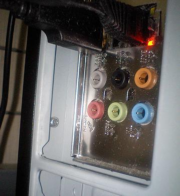 一番右側の水色がライン入力端子