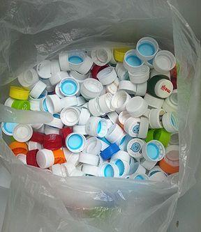 ペットボトルのキャップ集めてます