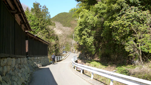 和田峠へ向う舗装路
