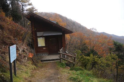 酉谷山避難小屋