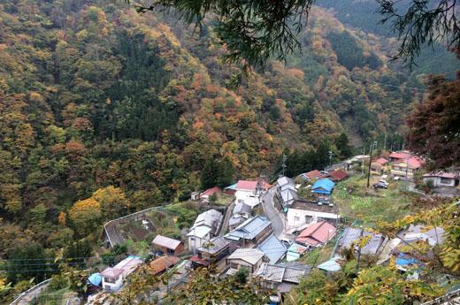 東日原の集落へ下山