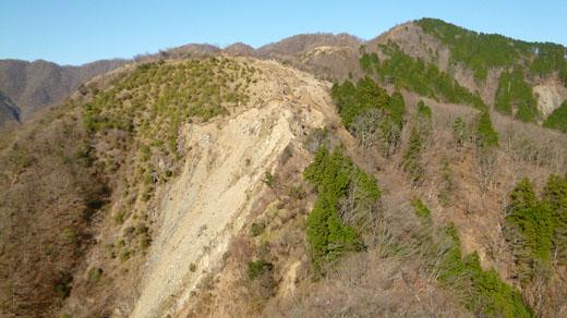 塔ノ岳の山頂が見える