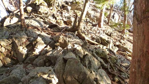 岩村岩を登る