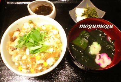 豆腐と天かすの卵丼