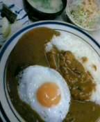 ビーフカレー450円+目玉焼き50円