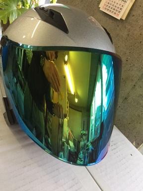 ヘルメット・・透明ミラー?