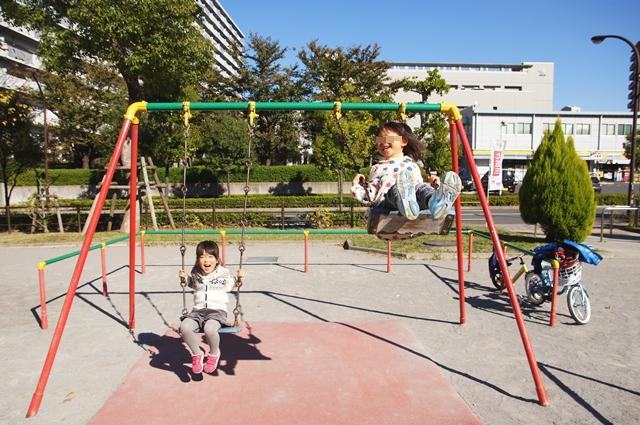 しほちゃんと公園b1