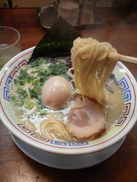 直角味玉ラーメン麺