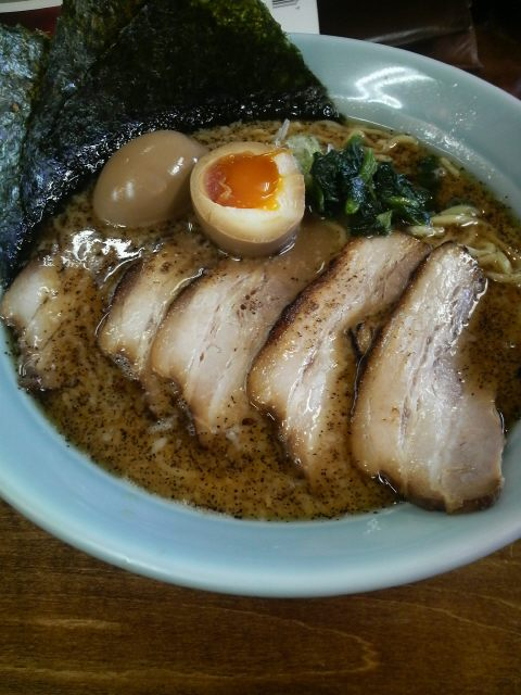 平塚 うまみ屋 極上マー油入りチャーシュー麺大盛り味玉入り