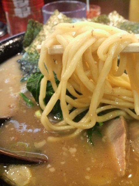 家系総本山吉村家 麺