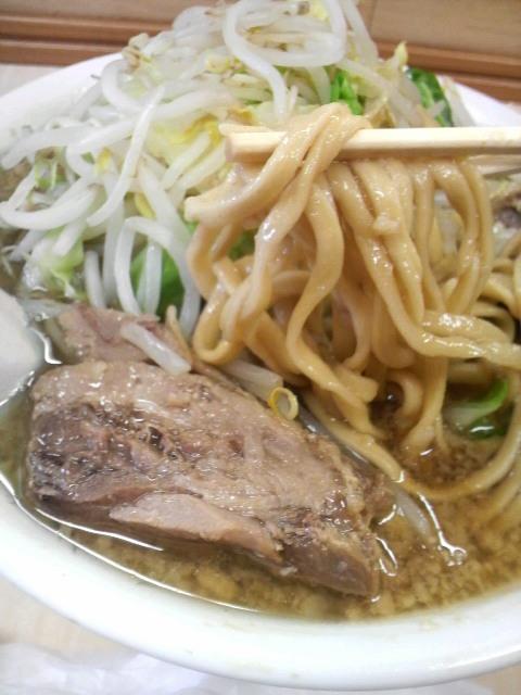 ラーメン二郎 京成大久保店の麺