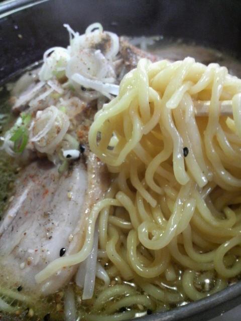 あじ平の麺