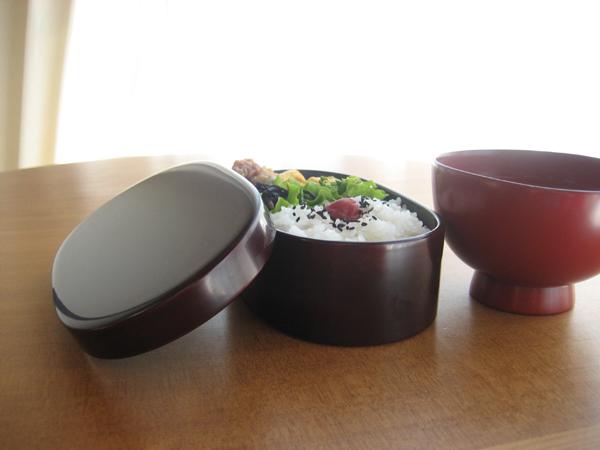 漆塗りの弁当箱.JPG