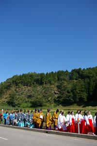 神社への行列