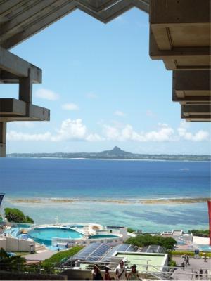 「水族館」より伊江島を望む