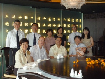 シンポジウム登壇者および林理事長たちとともに