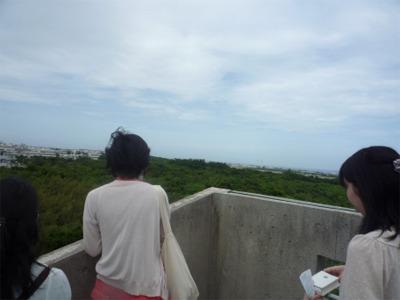 佐喜眞美術館の屋上から普天間基地を視る
