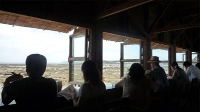 海辺のカフェでのひと時