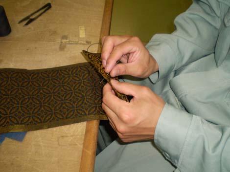 縁の角を斜めに縫う