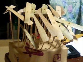 大量の竹とんぼ