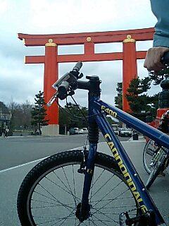 レンタサイクルと平安神宮.jpg