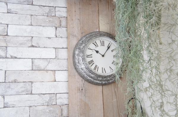 掛け時計とスパニッシュモス