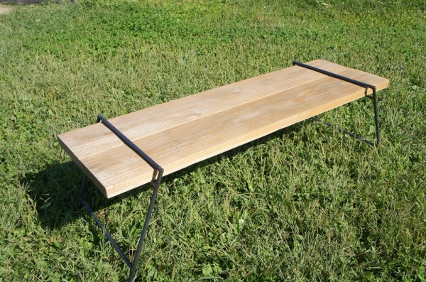 アイアンレッグLはキャンプテーブルとしてもお使いいただけます
