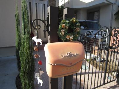 LIXILのラフィーネ�型門扉。ディーズガーデンのポスト・ポーチ、ツールハンガー