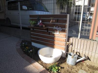 使いやすくオシャレな立水栓・TOSHINの壁タイプ「UNティーラ」</