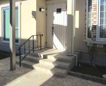 一条工務店外構施工例玄関前の手すり