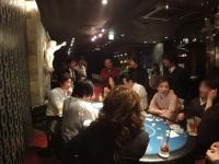ポーカーをしながらの会話に花が咲く