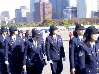 天皇誕生日の風景 女性警察官 | ありがとう 自衛官・警察官・消防士の皆さん