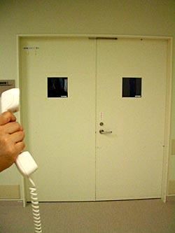 電話に出れば人に見える08